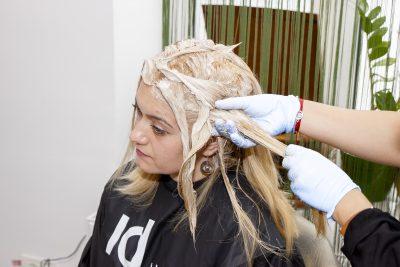 vopsire blond rece aplicare vopsea pe lungime